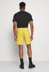 Levi's® - BELTED UTILITY UNISEX - Shorts - yellows/oranges - 2