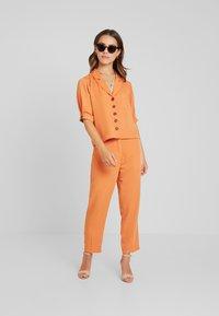 Fashion Union Petite - Blouse - saffron - 1
