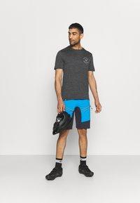 CMP - MAN FREE BIKE BERMUDA WITH INNER UNDERWEAR - Sports shorts - regata - 1