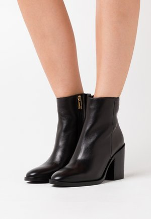 SHADED BOOT - Ankelboots med høye hæler - black