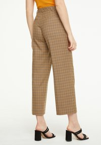 comma - MIT KAROMUSTER - Trousers - chocolate houndstooth - 2