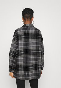 Noisy May - NMFLANNY LONG SHACKET - Camisa - black/grey - 2