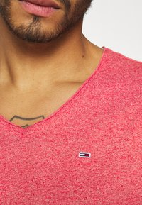 Tommy Jeans - SLIM JASPE V NECK - Basic T-shirt - deep crimson - 5