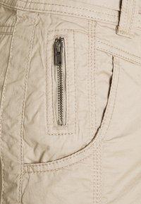 Esprit - PLAY BERMUDA - Shorts - beige - 2