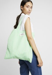 Mads Nørgaard - ATOMA - Tote bag - white/green - 1