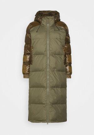 PIKE LAKE™ LONG JACKET - Winter coat - stone green/olive green