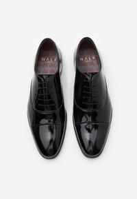 Walk London - ALFIE OXFORD TOE CAP - Smart lace-ups - black - 3