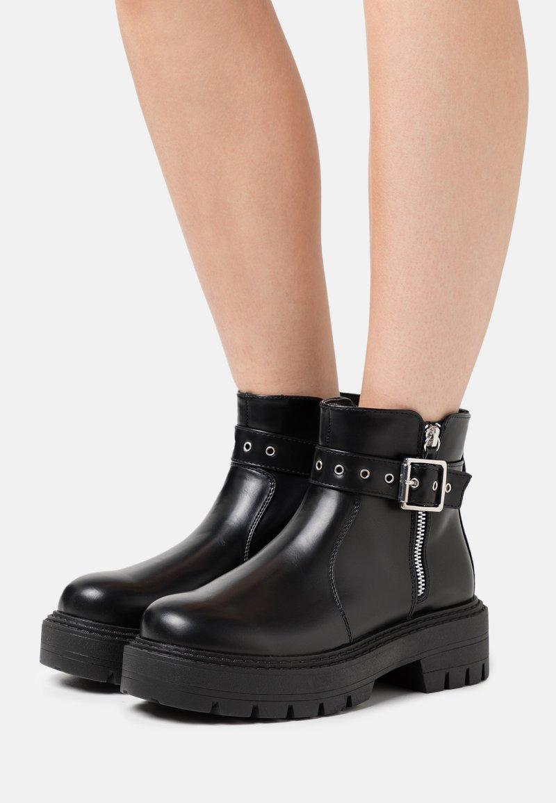Glamorous Wide Fit - Kotníkové boty na platformě - black