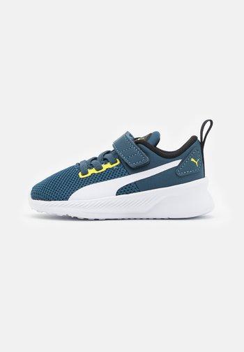 FLYER RUNNER UNISEX - Neutral running shoes - intense blue/white/energy yellow