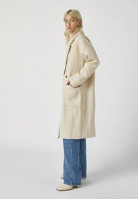 PULL&BEAR - Zimní kabát - beige - 1