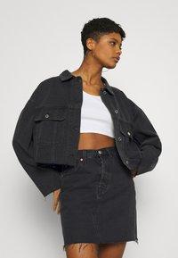 Missguided - PLEAT BACK OVERSIZED 80S JACKET - Denim jacket - black - 3