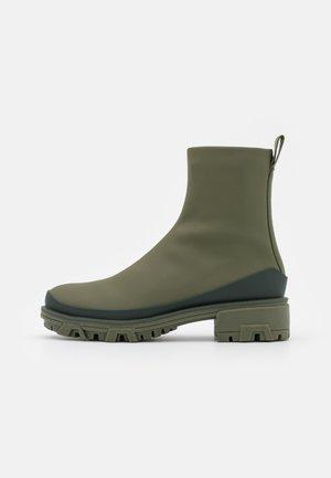 SHILOH - Kotníkové boty na platformě - olvenight