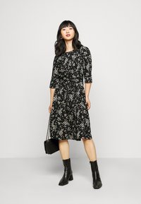 Dorothy Perkins Petite - BILLIE DITSY FIT AND FLARE DRESS - Day dress - black - 1