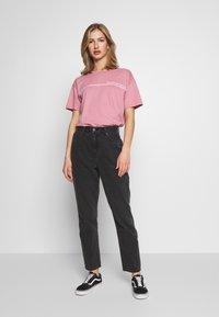 American Eagle - BRANDED SANTA MONICA TEE - Print T-shirt - lively lilac - 1