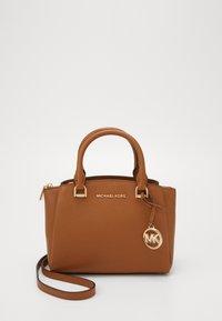 MICHAEL Michael Kors - MAXINE MESSENGER - Handbag - acorn - 0