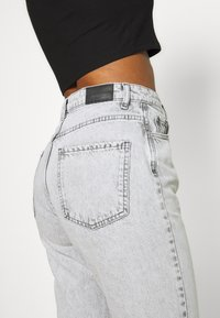 Gina Tricot - DAGNY HIGHWAIST - Relaxed fit jeans - bleached grey - 5