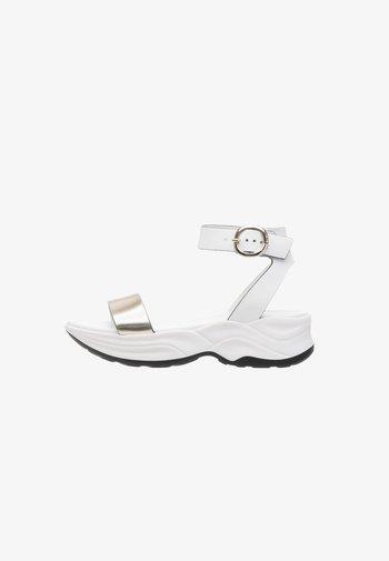 Sandály na platformě - platino