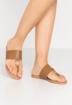 FANCY - Sandály s odděleným palcem - tan