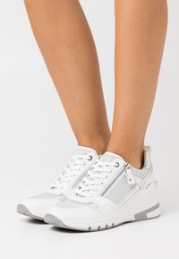 Caprice - LACE UP - Joggesko - white - 0