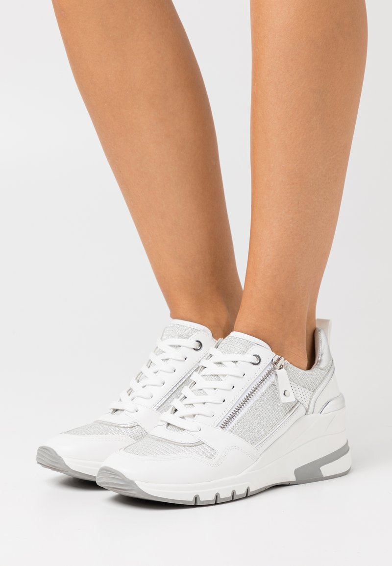 Caprice - LACE UP - Joggesko - white