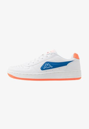 BASH - Zapatillas de entrenamiento - white/blue