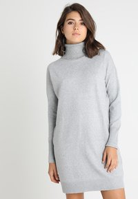Vero Moda - VMBRILLIANT ROLLNECK DRESS  - Robe pull - light grey melange - 0