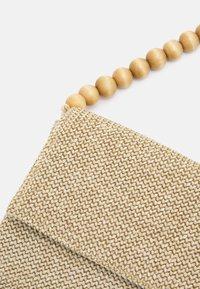 PARFOIS - ENVELOPE BAG NUTS - Sac bandoulière - ecru - 4