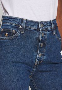 Calvin Klein Jeans - MOM - Relaxed fit jeans - dark blue stone - 4