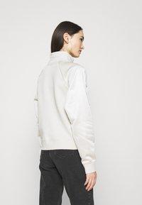 Nike Sportswear - Sweatshirt - orewood/oatmeal/metallic gold - 2
