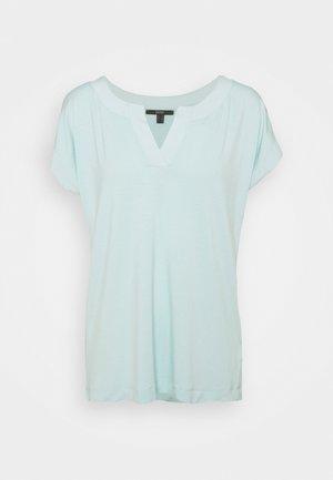Basic T-shirt - light turquoise