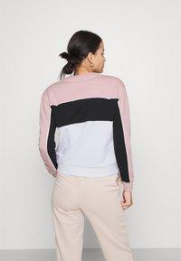Fila - AMINA BLOCKED CREW NECK - Sweatshirt - white/pale mauve/black - 2