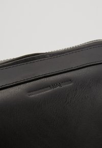 McQ Alexander McQueen - NOISE SMALL DUFFLE - Taška spříčným popruhem - black - 2