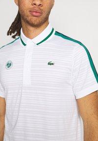 Lacoste Sport - TENNIS  - Poloshirt - white/bottle green/navy blue - 4