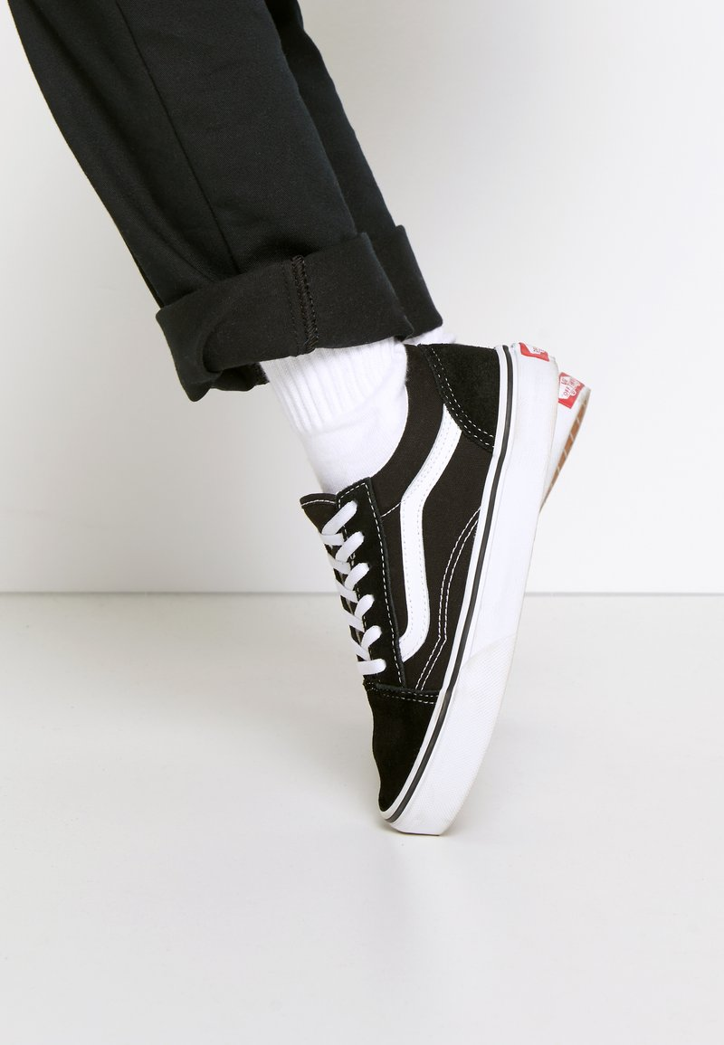 Vans - OLD SKOOL - Sneakersy niskie - black/true white