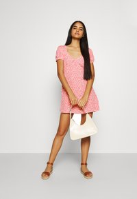 Cotton On - ESSENTIAL TIE BACK MINI TEA DRESS - Denní šaty - strawberry sorbet - 1