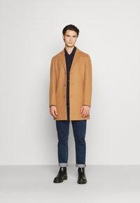 Isaac Dewhirst - Classic coat - camel - 1