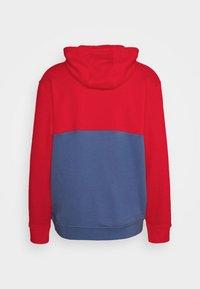adidas Originals - SLICE HOODY - Hoodie - crew blue/scarlet - 8