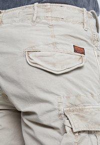 Superdry - PARACHUTE - Shorts - sand - 3