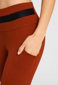 Daquïni - LEGGINGS BOSSA LEGGINGS - Leggings - red - 3