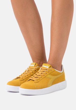 GAME STEP - Sneakers basse - beige/nugget gold