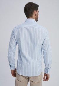 Auden Cavill - MARVIC - Shirt - blue - 1