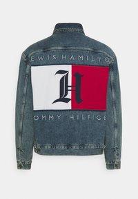 Tommy Hilfiger - LEWIS HAMILTON UNISEX OVERSIZED HOODED - Denim jacket - indigo denim - 2