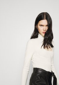 Nly by Nelly - KEYHOLE TURTLENECK - Long sleeved top - offwhite - 4
