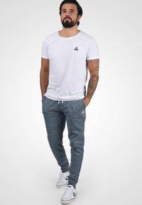 Blend - HENNY - Pantaloni sportivi - dark navy blue - 3