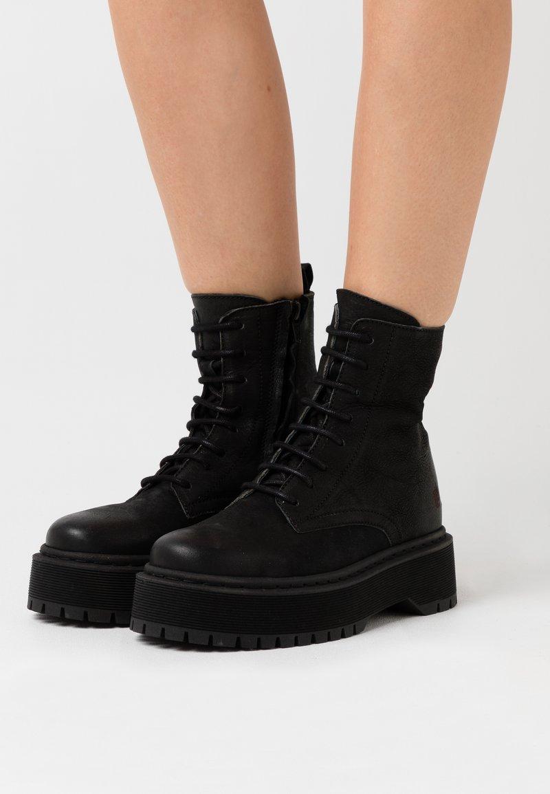 Apple of Eden - YARA - Kotníkové boty na platformě - black