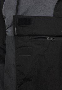 Nike Sportswear - Wiatrówka - black/anthracite/dark grey - 3