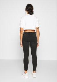 Vero Moda Petite - VMTERESA MR JEANS  - Jeans Skinny Fit - black - 2