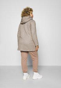 ONLY Carmakoma - CARSEDONA LIGHT COAT - Classic coat - walnut melange - 2