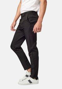 Koroshi - PANTALON LARGO - Pantalones chinos - black - 3