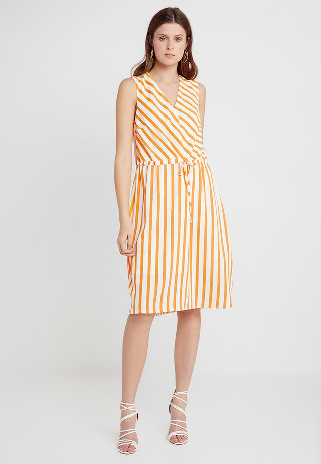 SLFDORIT DAMINA MIDI DRESS - Vapaa-ajan mekko - radiant yellow